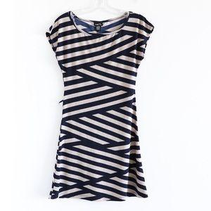🌺2/15$ NWOT Rue 21 asymmetrical striped stretch